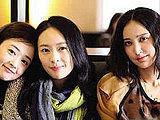 《麻辣闺蜜》热拍 三位女主演热情互动