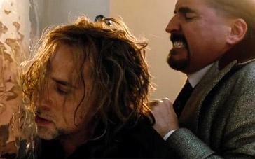 《魔法师的学徒》打斗片段 凯奇厕所大显身手制敌