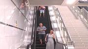 男子晕倒面部朝下滚下扶梯 满头是血被缝11针