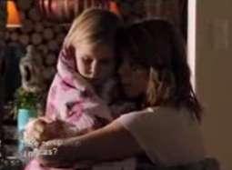 丹麦《狩猎》中文片段 女孩受惊吓母亲依偎安慰