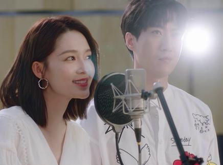 《温暖的抱抱》主题曲MV 常远李沁沈腾乔杉陪你笑迎2021