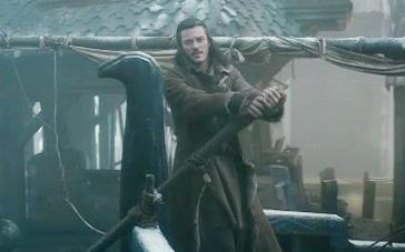 《霍比特人2》英雄片段 巴德助矮人顺利入长湖镇