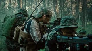 警方深入丛林打击毒贩  这作战很专业了