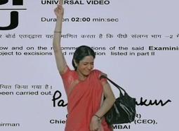 《印式英语》中文预告 印度村妇蹩脚英语出笑料
