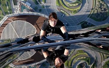 《碟中谍4》片段 阿汤哥飞檐走壁赤手空拳爬高楼