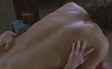 《变蝇人》预告片 最爱之人变成不可挽回的怪物