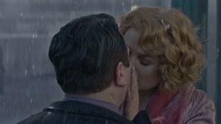 魔法师美女与人类男子在雨中浪漫吻别