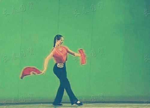 章子怡15岁舞蹈比赛旧照曝光 身材出众