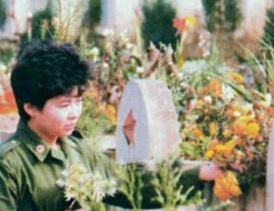 幼儿歌曲 小月亮简谱-董文华旧照  出身工人家庭,从小爱唱歌  1962年6月,董文华出生在辽