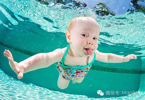 表情 我家宝宝游泳超可爱的哦 我是非常喜欢游泳的,听说小baby游泳会特别可爱  表情