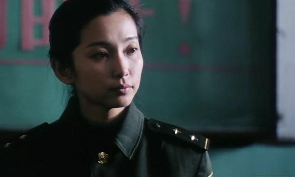 实,李冰冰真正一炮走红的作品是由张元导演的影片《过年回家》,