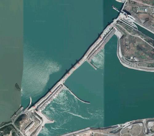 表情 谷歌卫星图显示三峡大坝明显扭曲,专家解释辟谣 凯迪社区 表情