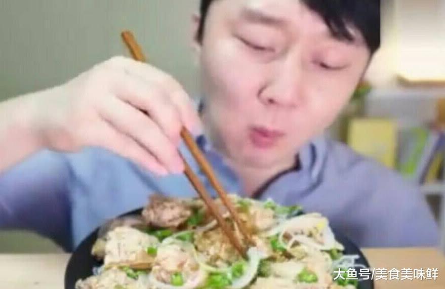 大胃王主播神似王思聪, 吃个饭表情包还这么多, 网友 简直太像了–