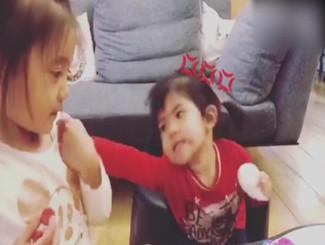 贾静雯晒����Bo妞打架视频 姐姐连推妹妹被反击