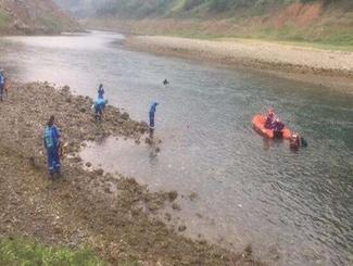贵州船只侧翻致10人遇难