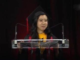 华裔女留学生演讲涉嫌辱华 称美国空气新鲜甜美