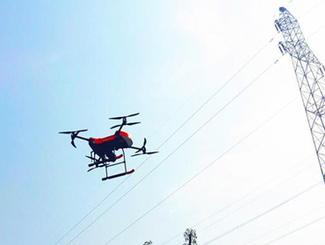 2017年春运揭秘:无人机巡航 守护高速铁路接触网