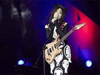 徐佳莹演唱会告白男友闪爆全场:我的比尔贾先生!
