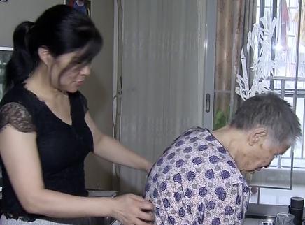 儿女成群 九十四岁妈妈赡养难