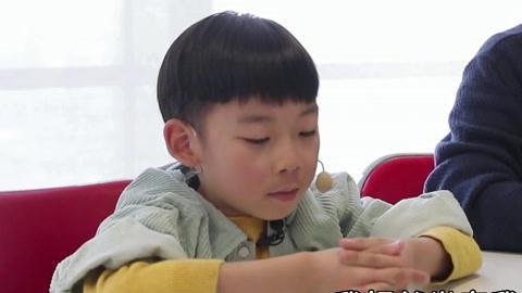 """男孩写作业现""""磨蹭神功"""" 孩子高效学习小妙招"""