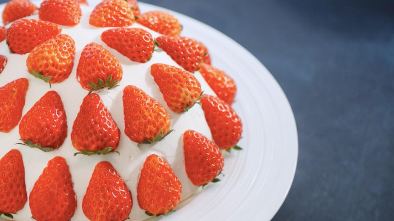 草莓炸弹,有霸气的名字,却是最温柔的蛋糕。