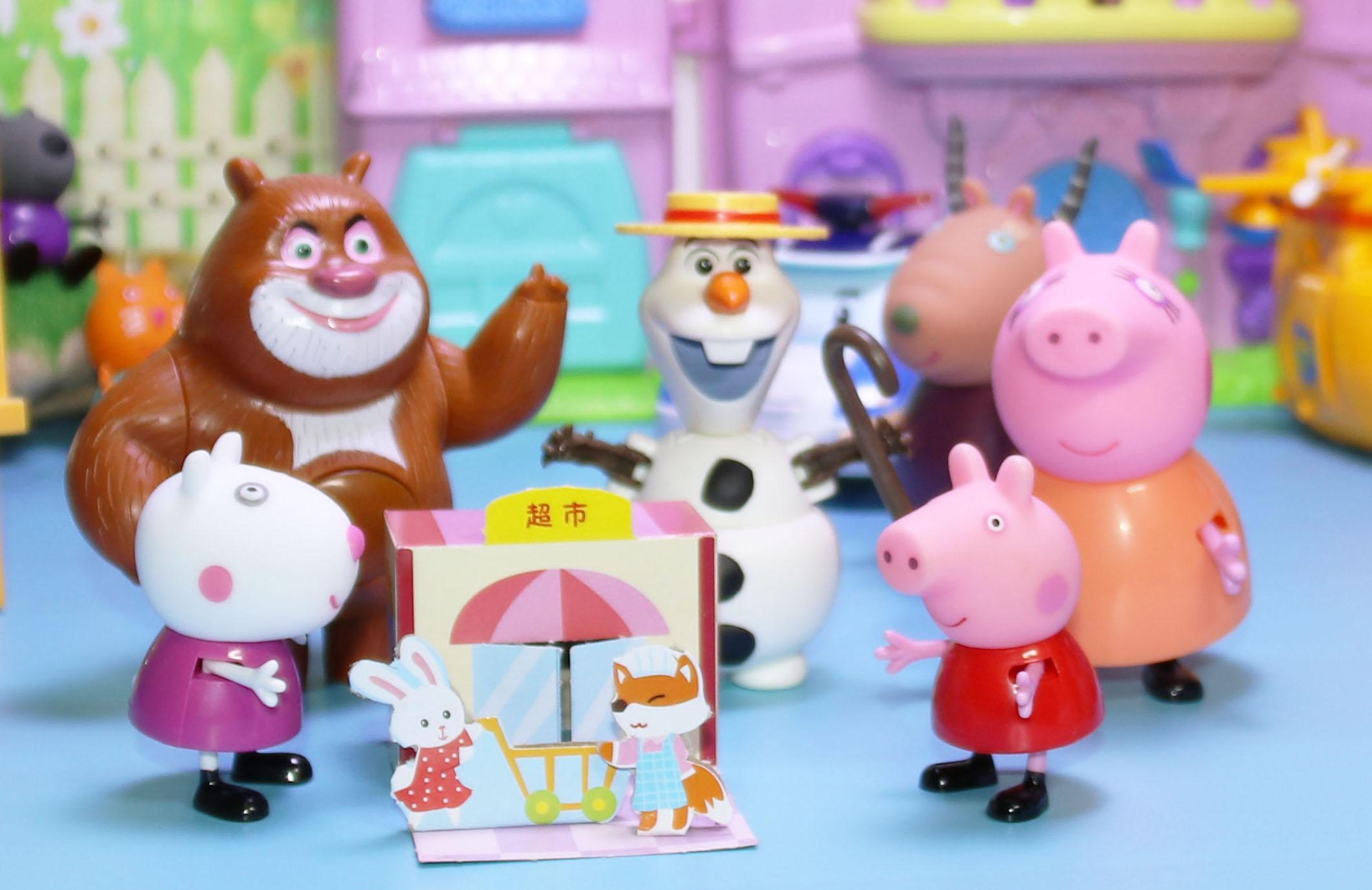 小猪佩奇去超市购买玩具白雪公主超级飞侠汪汪队立大功奥特曼咸蛋超人