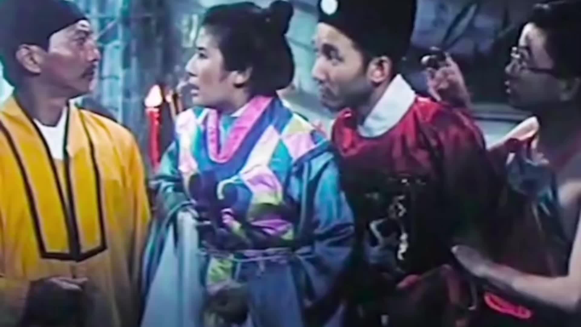 道长第一次抓鬼,到处借法宝,他能抓到鬼吗 #香港灵幻电影