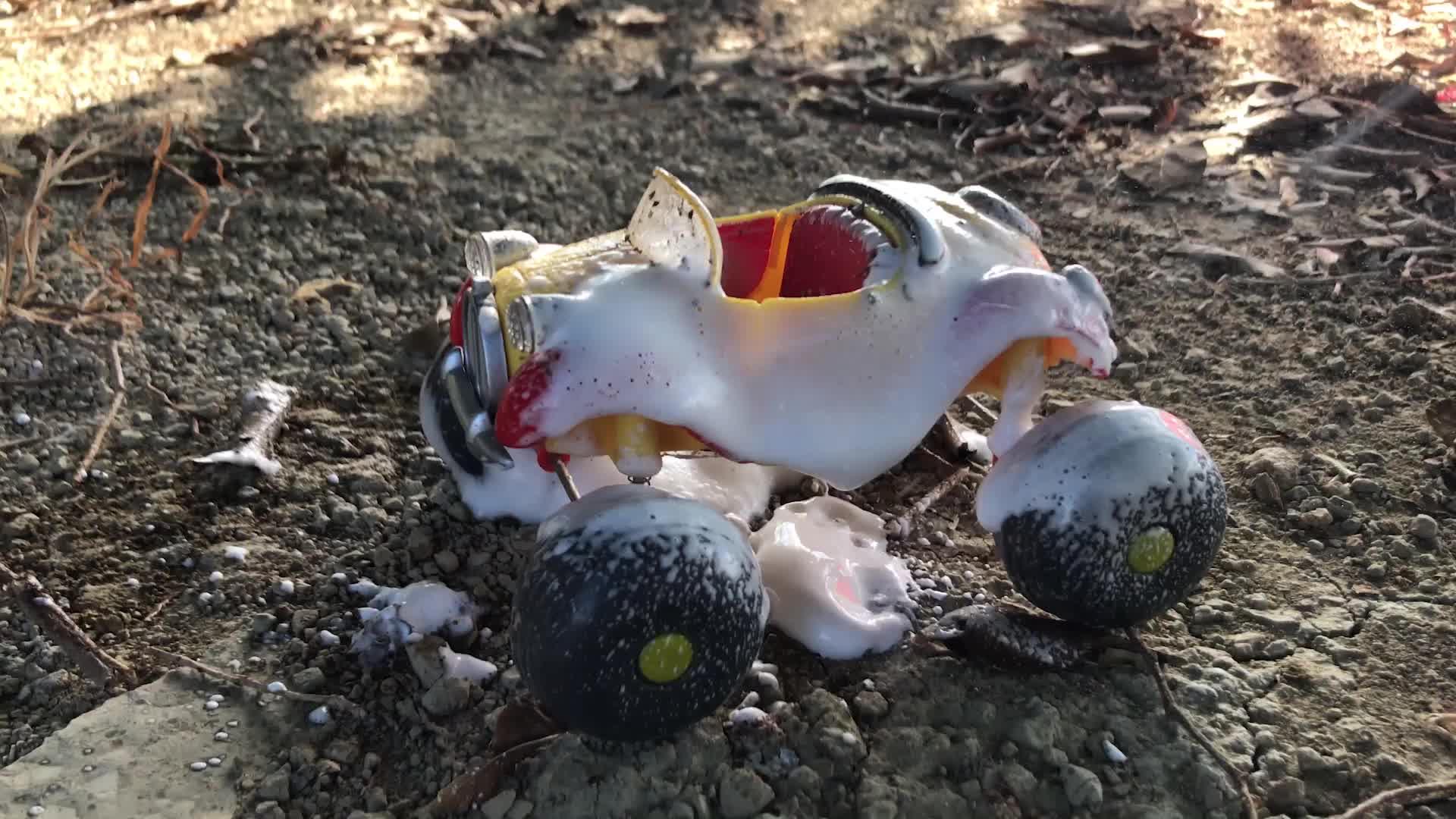 奥特曼玩具故事,布鲁泽塔奥特曼找到丢失的车子用泡泡清洗干净