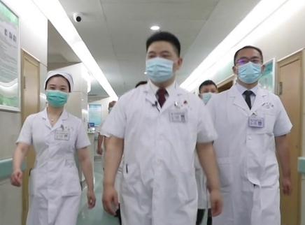 人民医生·毛新展