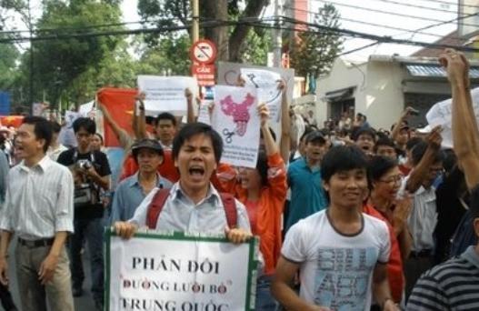 越南對80國開放時,唯獨對中國亮紅燈,如今卻高喊:求中國人過來