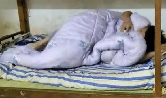 35歲男子在出租房裡躺瞭半年,過年不敢回老傢,房東:再不交租隻