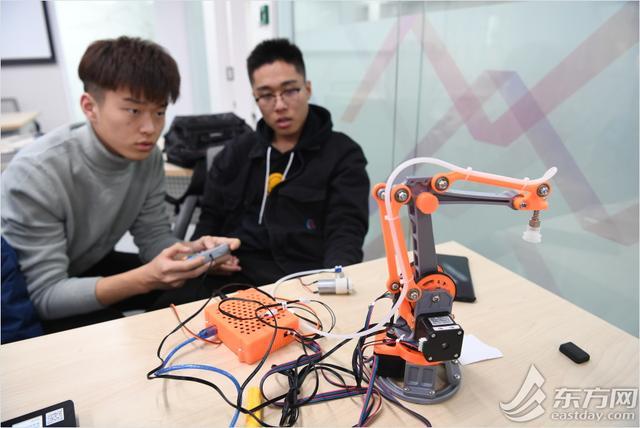 """靈感隨時""""驗證""""上海這所學校開設7*24小時學生創新中心"""