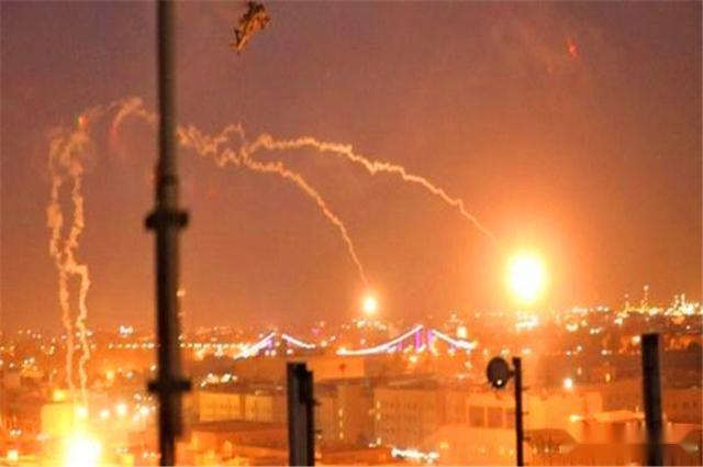 大批火箭彈奔襲美大使館!美防空系統開火阻攔,效果差強人意