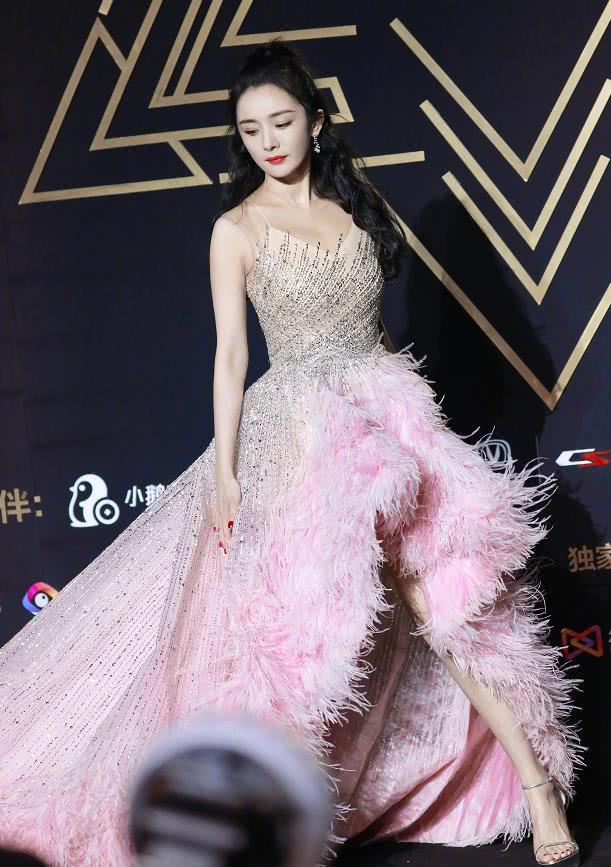 天龙私服同样穿星光裙:杨幂甜美,迪丽热巴精致,看到赵丽颖沦陷了