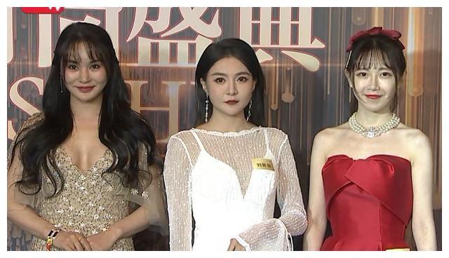 高清鏡頭下的時尚盛典:姚晨妝感濃重顯年紀,58歲利菁身材火辣