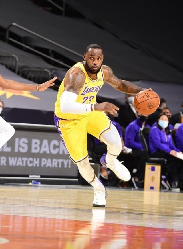 詹姆斯是NBA現役最強球員,湖人隊名宿:賈巴爾是歷史最佳球員