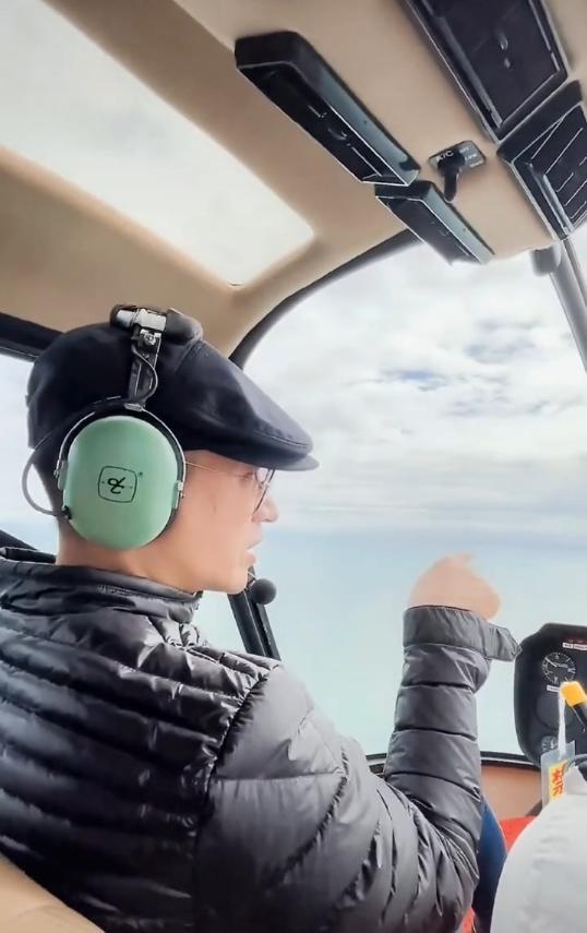 45歲何晟銘曬照,穿著低調顯憔悴,坐日租1萬直升機賞景超奢侈