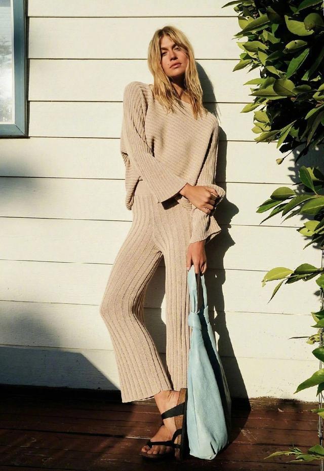 這針織套裝也太好看,穿上更顯好身材,展露溫柔女人味