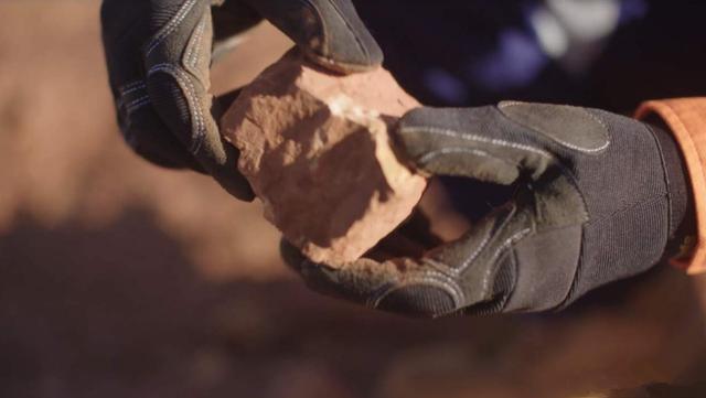 澳洲議員凈出餿主意,搬起鐵礦石砸自己腳,鼓動莫裡森踩中國紅線