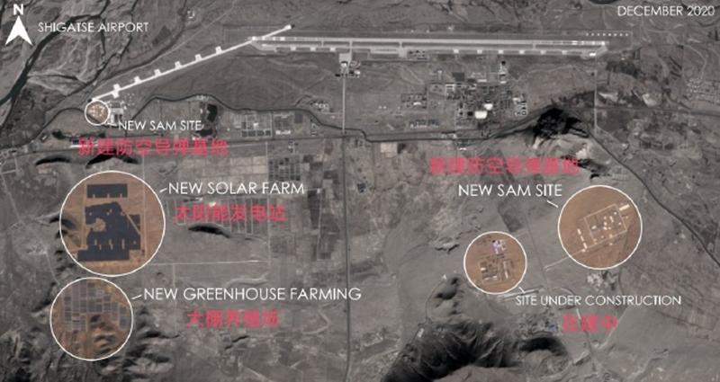 衛星圖顯示我軍西南空軍基地,讓人眼前一亮:跑道旁還種起瞭菜?