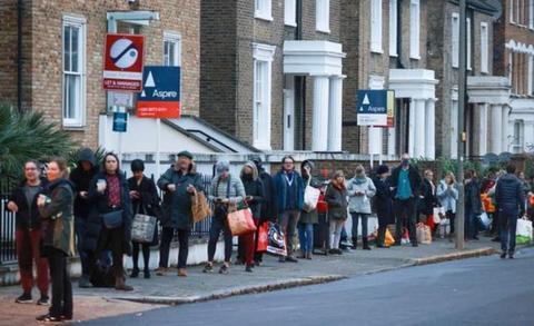 12月23日全球疫情觀察:至少30國日增確診超千例 英國多地現恐慌搶購潮