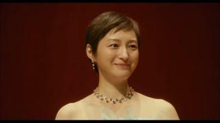癌症晚期的妻子在台上感谢丈夫丈夫泪流满面