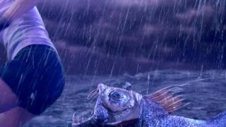 狡猾食人鱼已瞄准女神的屁股