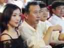 《甲午大海战》重庆首映 冯小宁意外受妻子一鞠躬