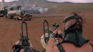 兵分两路逃离油厂