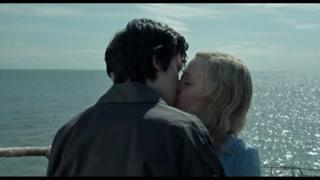 杰克穿越世界各地的时光圈就是为了一个吻