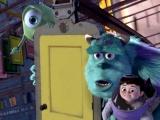 《怪兽电力公司》经典片段 毛怪保护小孩逃离魔掌