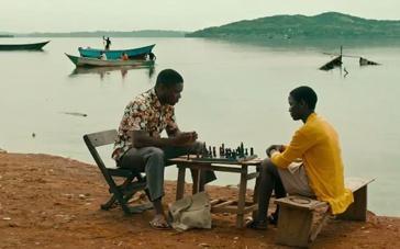 《卡推女王》新预告 黑人女孩国际象棋夺冠之路