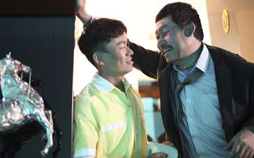 《越来越好之村晚》片段 刘桦冒充有钱人后悔莫及