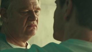 索菲娅被迫于父亲艾伦的压力操纵着勒姆·林奇 威胁着他身心健康